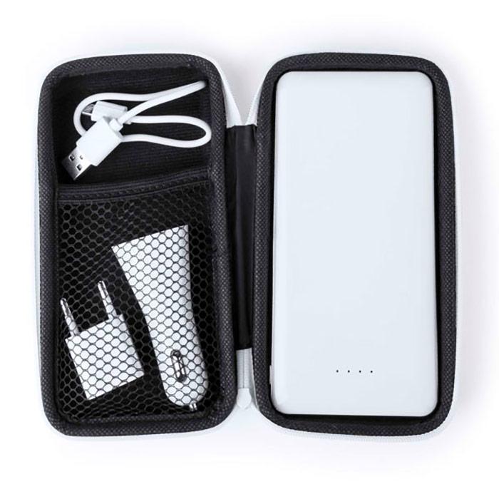 Conjunto. Inclui: bateria 8000 mAh, carregador para automóvel 2100 mA, carregador USB 1000 mA e estojo. Cabo incluído.