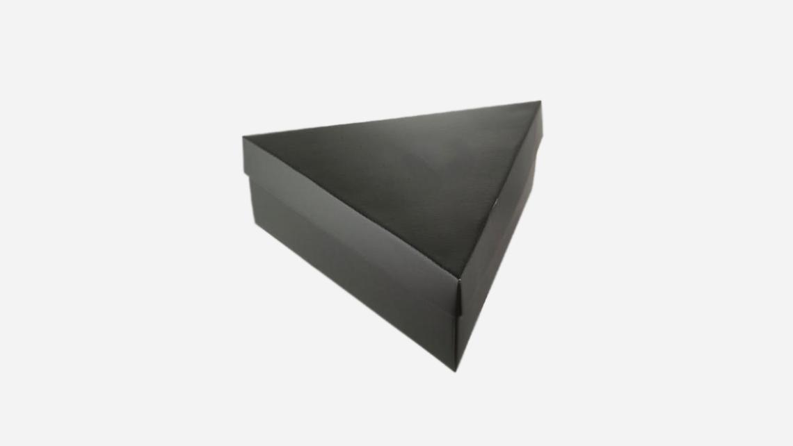caixa em formato triangular