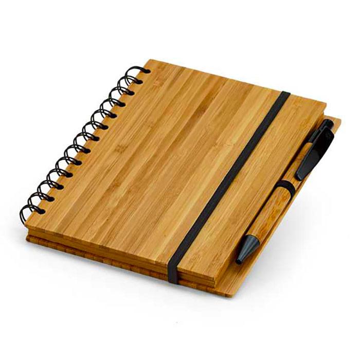 Bloco de notas. Bambu. 70 folhas pautadas de papel reciclado. Inclui esferógrafica de bambu. 135 x 180 mm