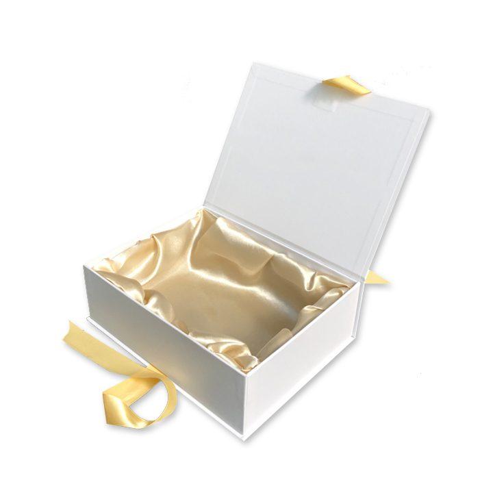 caixa com laço